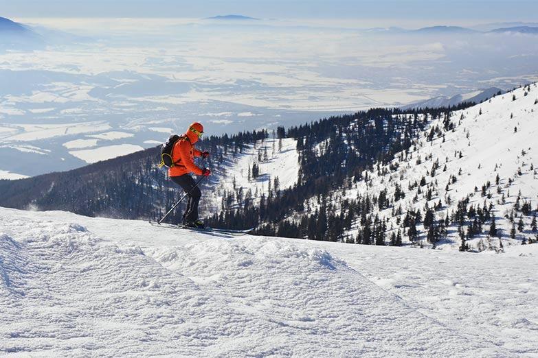 Skifahrer in der Slowakei - Skigebiet Tatranská Lomnica
